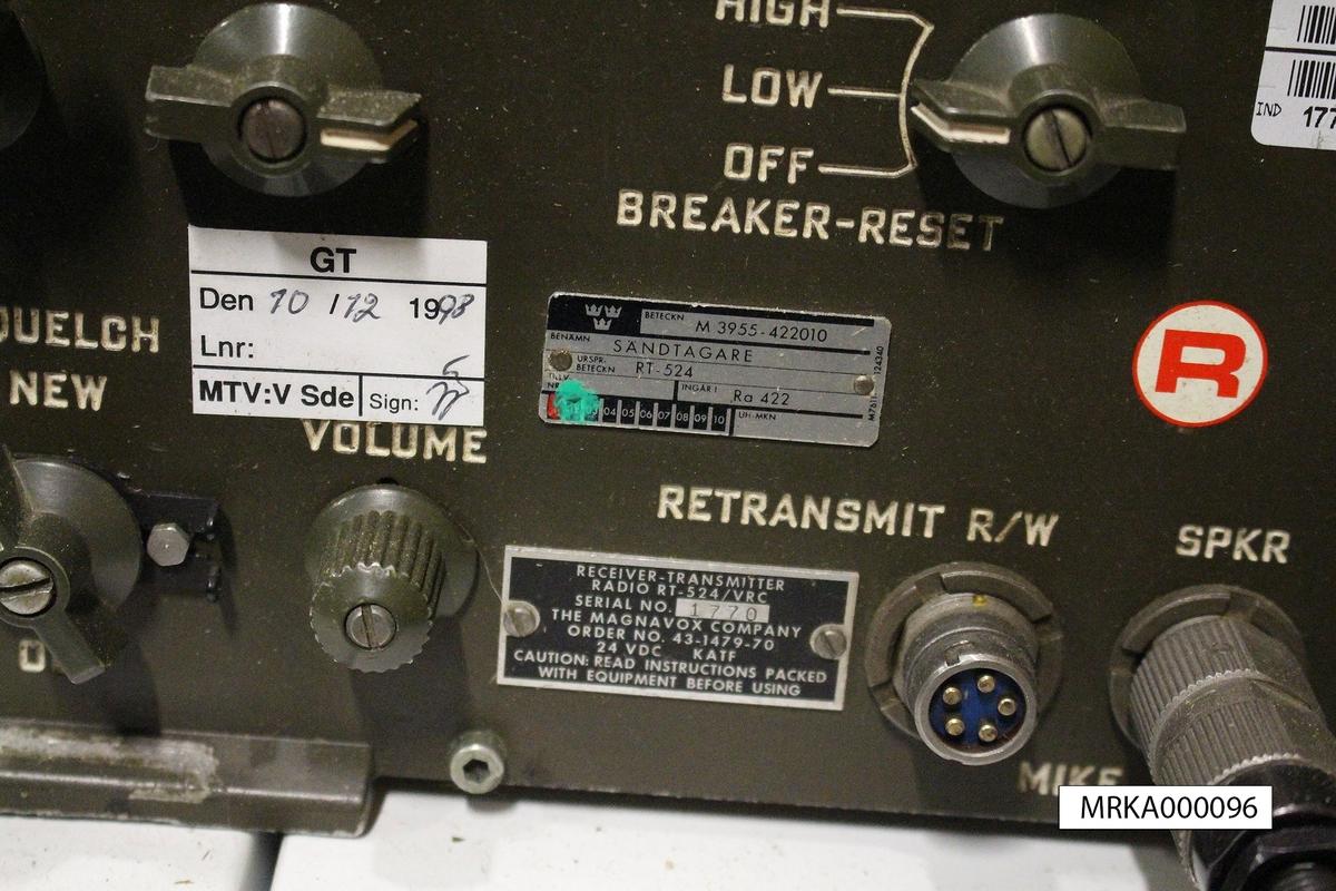 Ursprungsbeteckning: RT-524  Allmänt: Ra 422 var utförd för fordonsmontage och helt uppbyggd i halvledarteknik.  Data: Frekvensområde: 30,0 – 79,95 MHz på två band           Band A: 30,0 – 52,95 MHz           Band B: 53,0 – 75,95 MHz Kanalseparation: 50 kHz Sändareffekt: Låg: 1 – 3 W                      Hög: 40 W Modulationsslag: FM Transmissionstyp: Simplex, telefoni eller krypterad telefoni Kanalantal: 920 st Antenner: Stavantenn, mittmatad dipol eller högantenn på antennmast Räckvidd: Högeffektläge: 30 km. Med högantenn utökad räckvidd Kraftförsörjning: 25,5 V likspänning