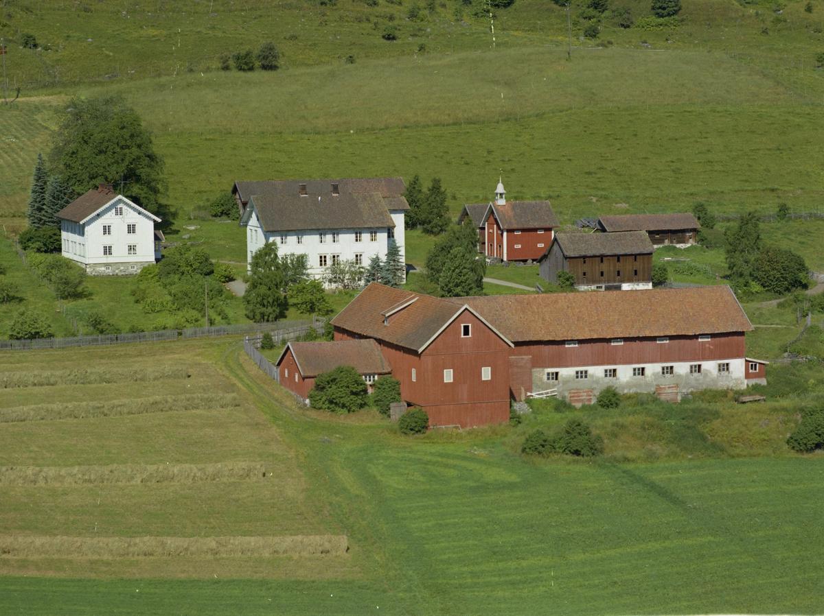 Boleng eller Bolung gård, Vingrom, stabbur med klokketårn kulturlandskap, gårdsbruk