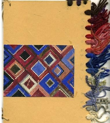 """Färgskiss och arbetsritning till ryamattan """"Brudryan"""" komponerad av Dagmar Lodén. Diagonala kvadrater med taggig kontur i rött och blått samt ljust och mörkt grått. Tillbehör papper med garnåtgång. WLHF-1308:1 - Färgskiss, vattenfärgsmålat på papper limmat på större kartongbit med garnprover, nr 1 - 17, fästa längs kanten. 297x210 mm. Snöre fäst i kanten för att kunna hängas upp. WLHF-1308:2 - Rutat anteckningspapper 297x210 mm, handskrivet """"Brudryan"""" med uträknat garnåtgång olika färger, totalt ca 2,4 kg. På baksidan åtgång av andra färger, trol. en annan matta. Ej bild. WLHF-1308:3 - Arbetsritning på rutpapper 400x410 mm. 3 st    ritningar i samma rulle. Bilden visar en del av mönstret.3 st arbetritningar finns i kartong """"Rullar med skisser till mattor 1""""."""