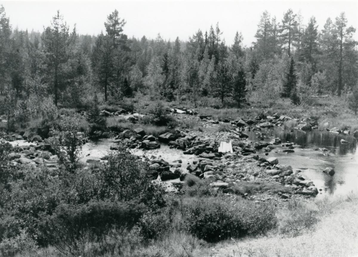 Bøven. Mellom Ellingseter og Vollasetera, der den gamle kløvjavegen krysser elva.