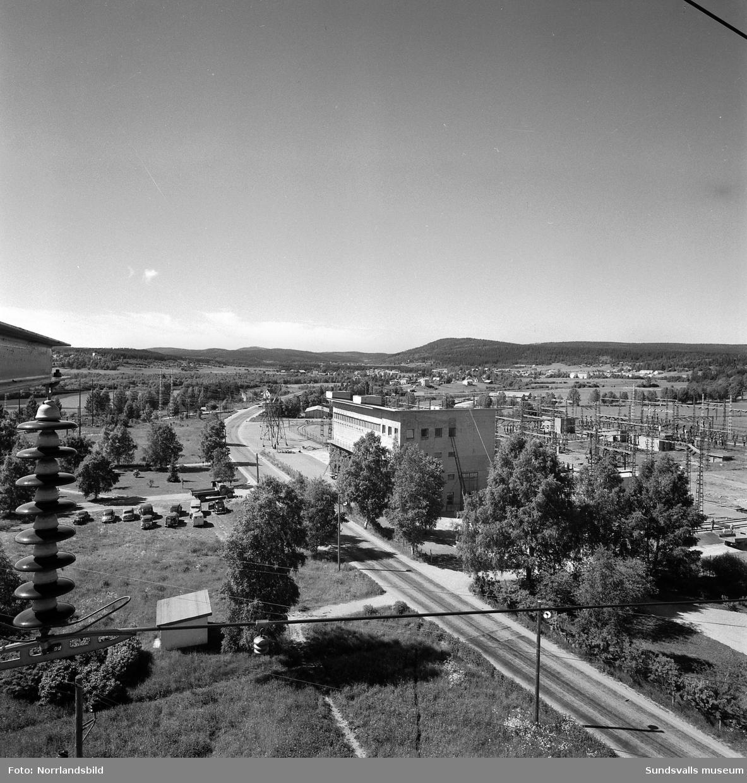 Vy över Granlo transformatorstation tagen västerut från utledningstornet söder om Västra vägen.