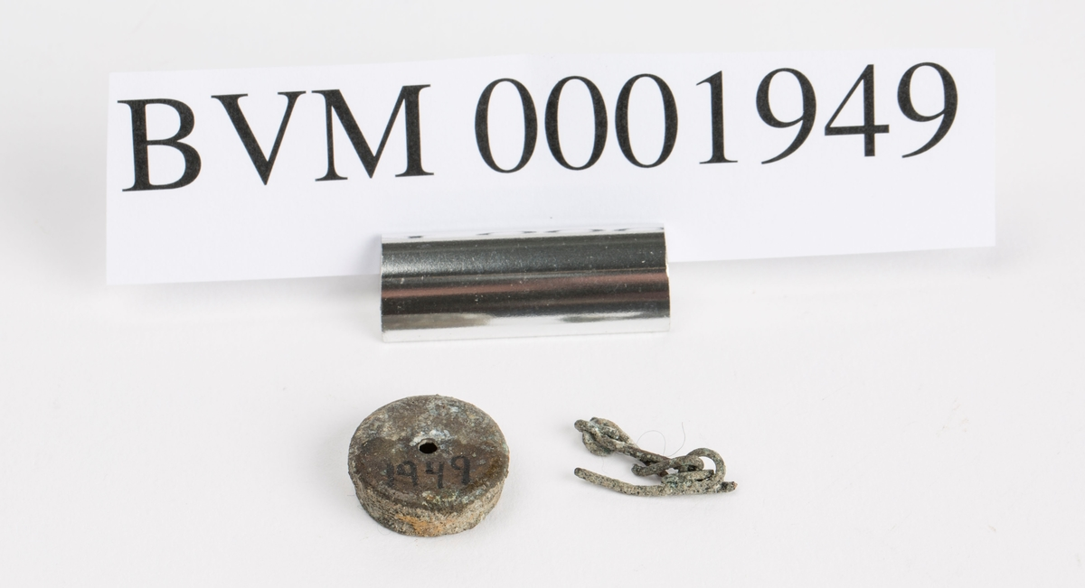 Lokk til vannbeholder på karbidlampe. Med 4,1 cm lang lenke.