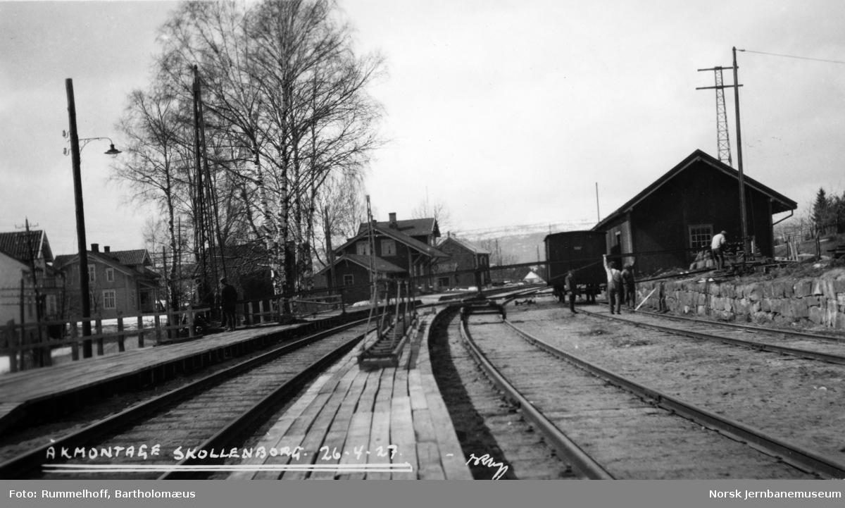 Elektrifisering Drammen-Kongsberg : åkmontasje på Skollenborg stasjon