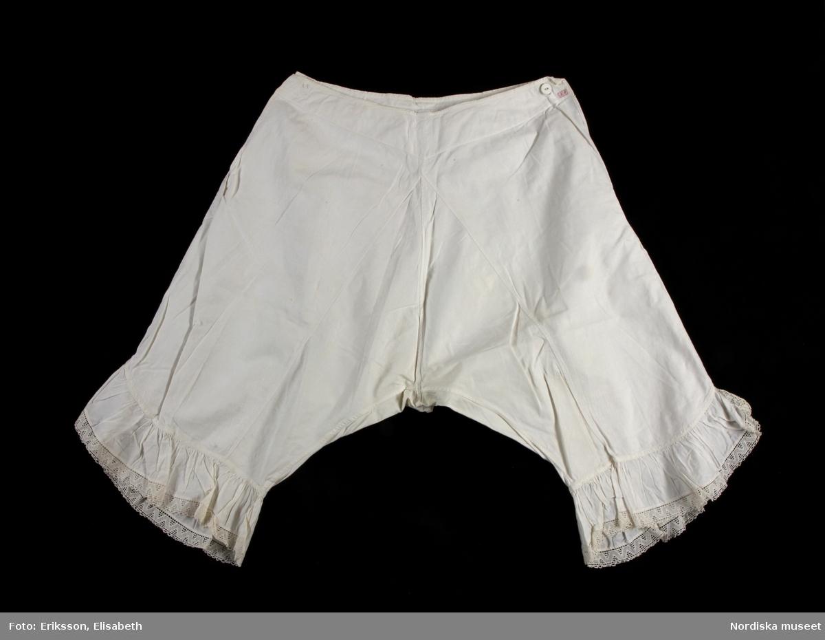 Ett par underbyxor för kvinna av vit bomullskypert 600777dad8948