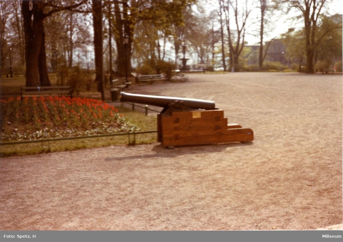 Kanon m/1863. 7,66 cm. Eldrör i Rådhusparken, Jkpg.