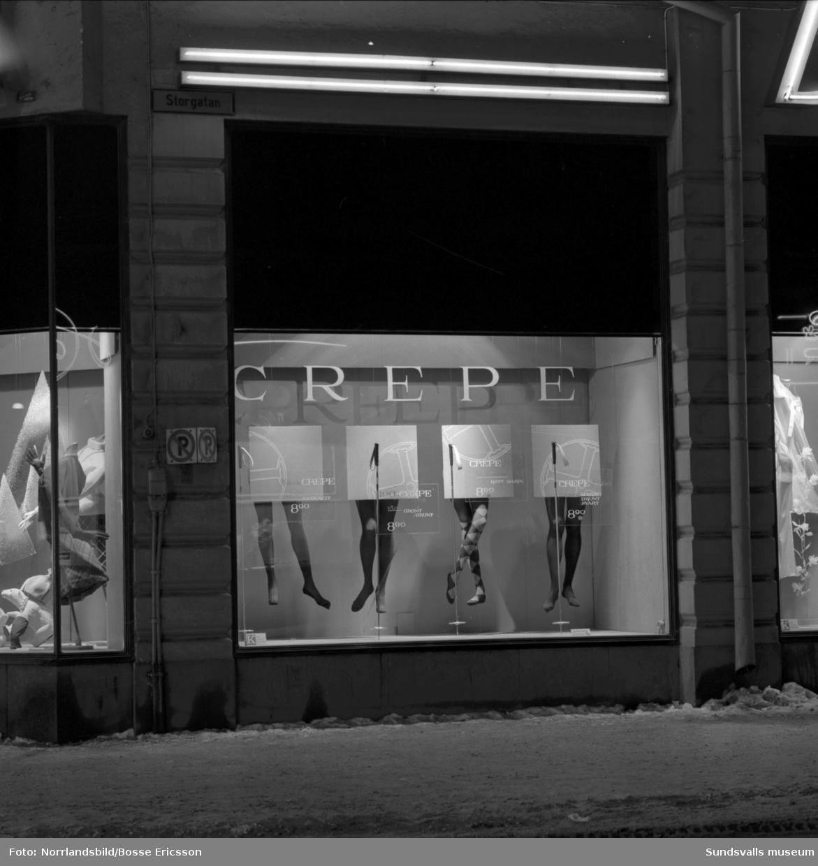 Béves vintersport-skyltning i samband med vinterolympiaden i Innsbruck och Seefeld 1964. Skidstavar i stål från Sandvik har fått en framträdande plats i skyltningen.