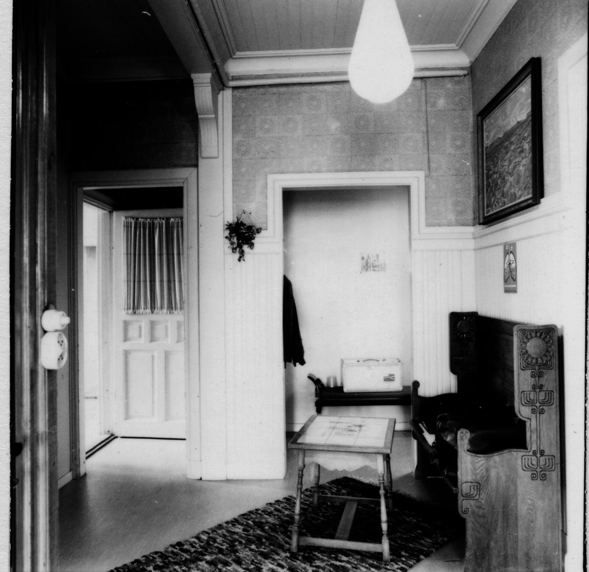 Övervåningen, hallen mot öster från trappan.