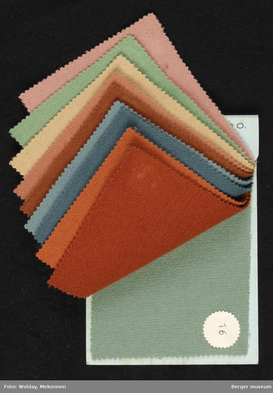 Prøvebok med 10 prøver Drakt/kåpe Kvalitet 436 Stykkfarget