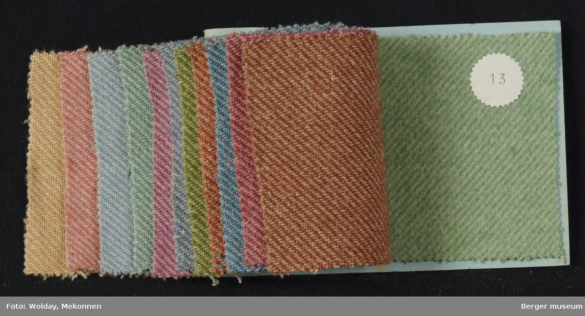 Prøvebok med 12 prøver Drakt/kåpe Kvalitet  458 Stykkfarget