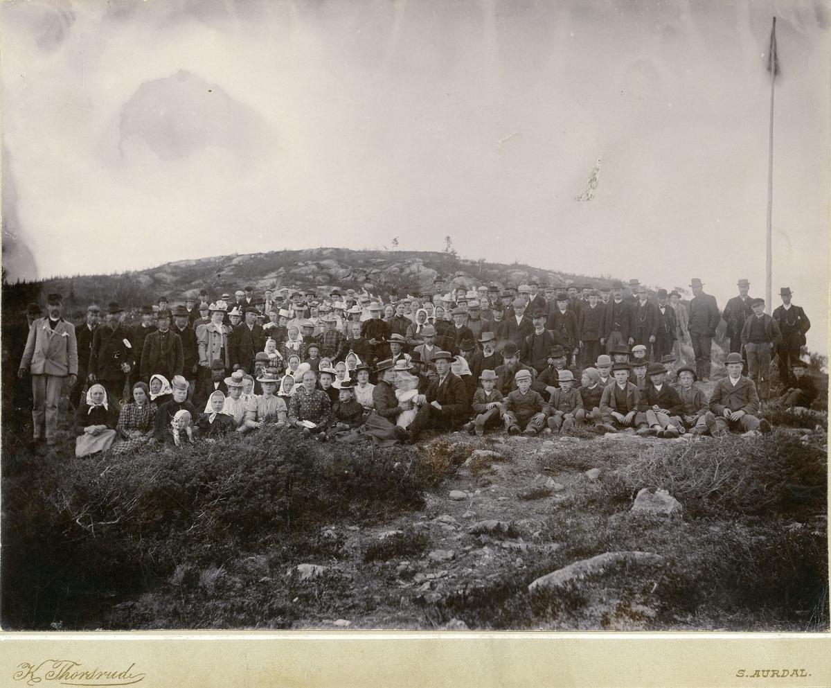 Innviing av kjørevegen frå Åsli til Reset i Hedalen, 1899.