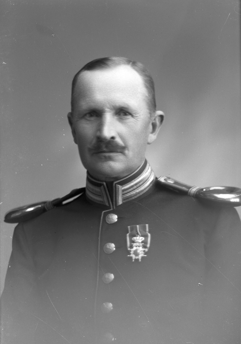 Fanjunkare E. Roos, Kungsbäck, Gävle