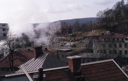 Rivning av hus vid Kvarnbygatan i Mölndal för att gatan skal