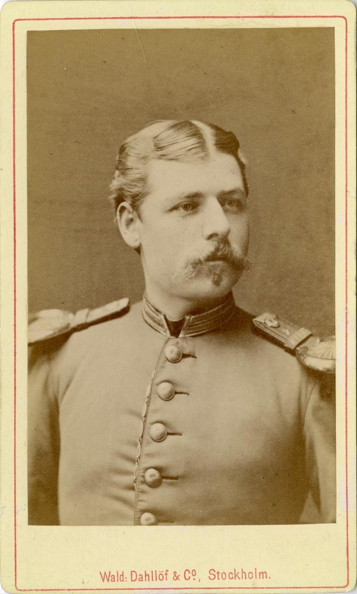 Porträtt av Emil Rudin, underlöjtnant vid Fortifikationen.  Se även bild AMA.0008341.