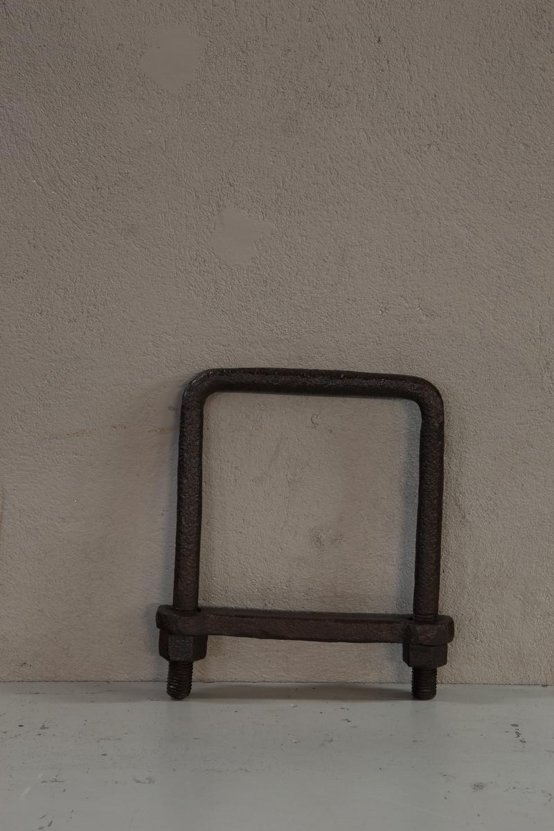 Fire kantet form med buede hjørner.Trolig brukt som redskap for å klemme coquileneformene sammen. Klemringene har varierende form. Klemringene ble laget i forskjellige former alt fra avlange, tilnærmet kvadratisk/ rektangulær eller mer sirkellignende. Varierende tykkelse på godset på ca. pluss/ minus 2 cm.