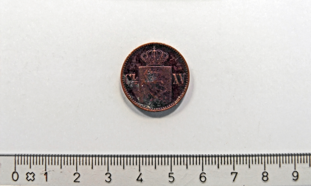 """På framsiden:  - 2 minehammere i kryss;  midt i """"1870"""".  På baksiden:  - Krone;  over et """"skjold"""" med løve-motiv."""