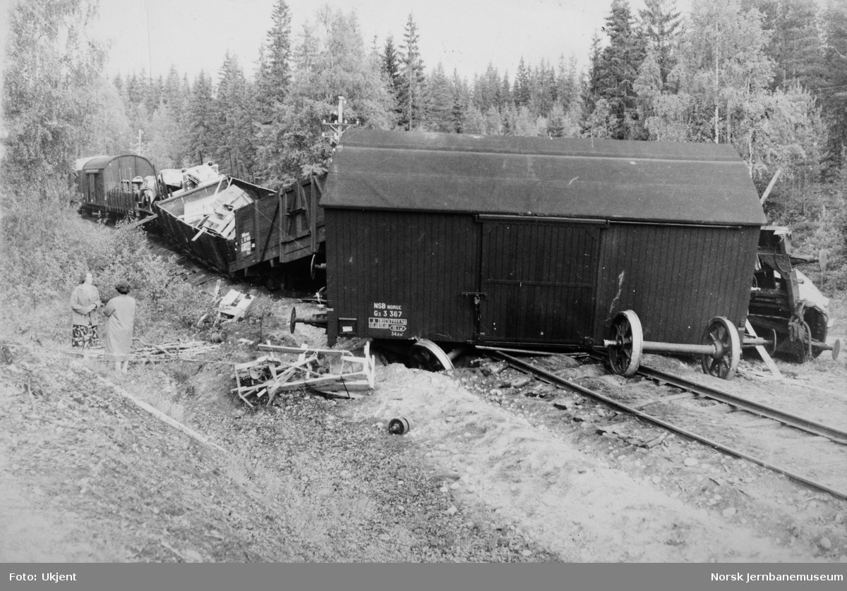 Avsporede godsvogner i godstog 5717 4 km sør for Elverum