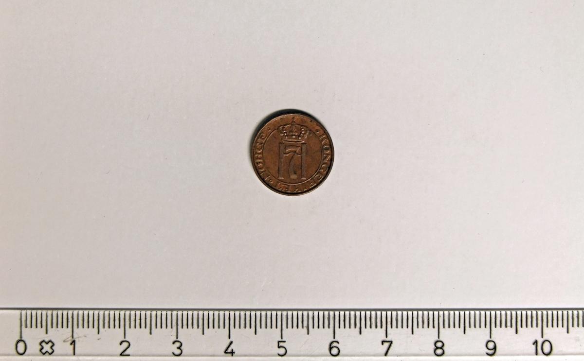 """På framsiden:  - 3 like symboler med trekantet grunnform.  - 2 minehammere i kryss;  midt i """"1930"""".  På baksiden:  - krone"""