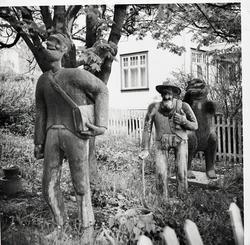 Betongfigurer i hagen hos Bekkelien, Raufoss