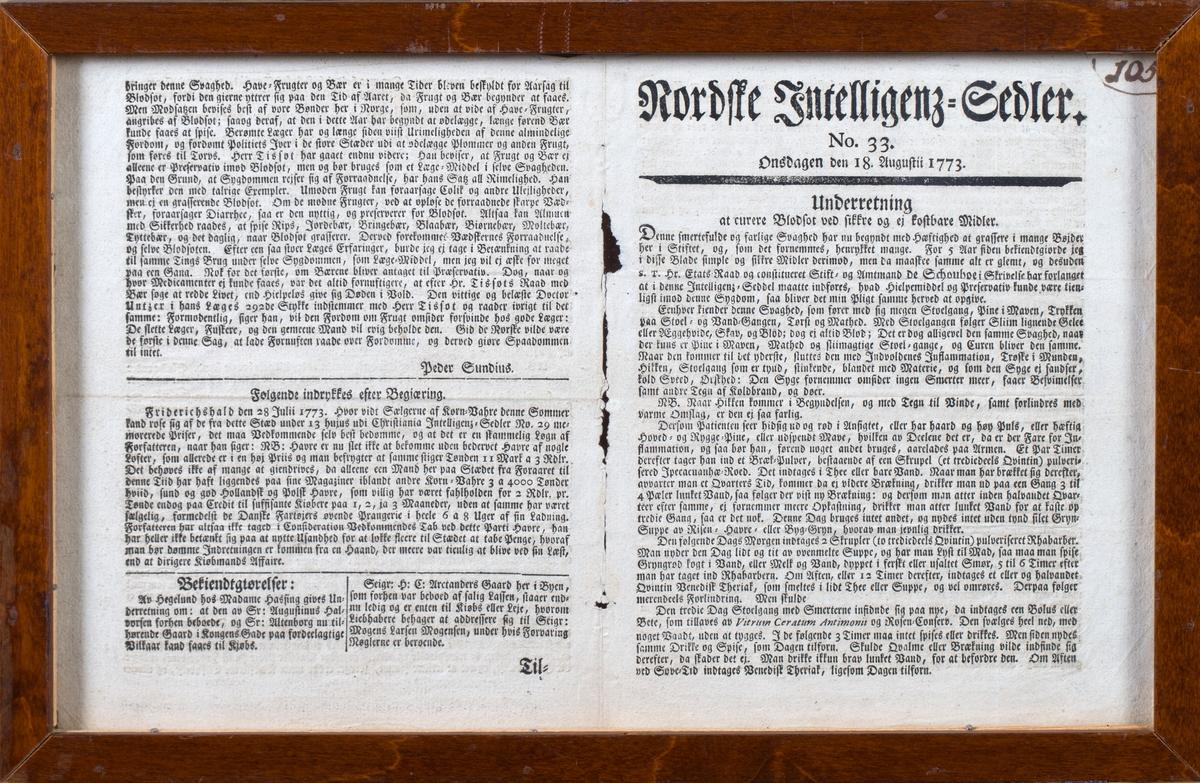 To avissider montert i glass og treramme. Tekst i gotisk skrift.