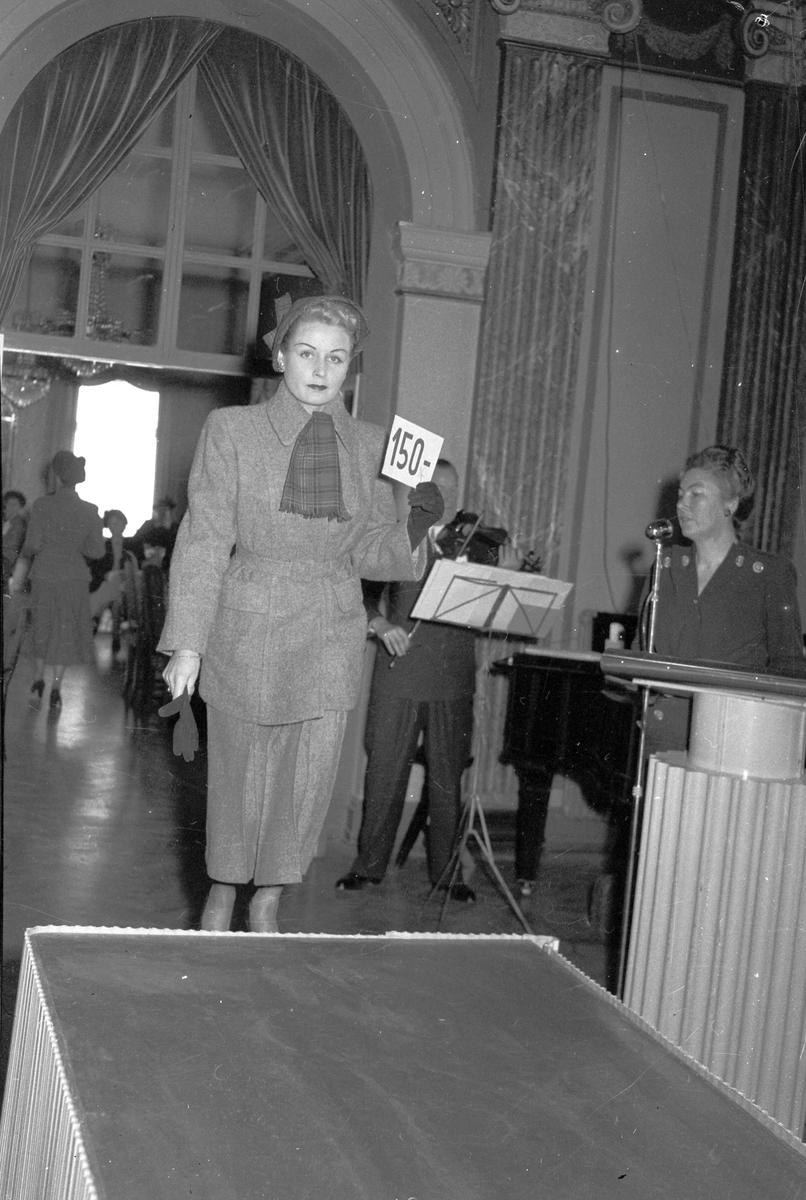 Konsum Alfa. Mannekänguppvisning på Stadshuset den 3 oktober 1949