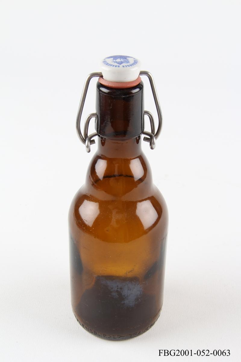 Ølflaske med porselenskork.