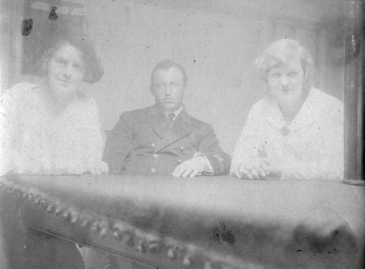 """På kanonbåten """"Fridjof"""", Vardø sommeren, 1916."""