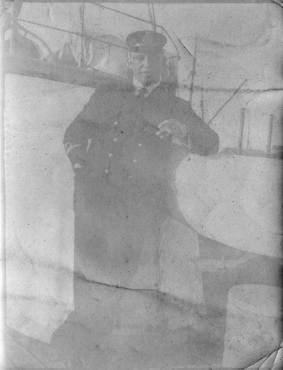 """""""På kanonbåten """"Fridjof"""", Vardø sommeren, 1916. Løytnant Bjarne Sjong"""""""