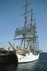"Skoleskipet ""Sørlandet"" ved kai i Harstad."