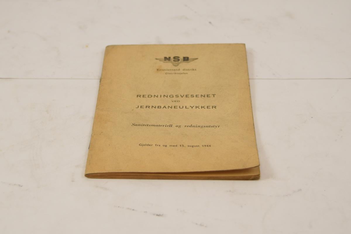 Hefte med oversikt over sanitetsvogner, reskapsvogner og redningsmateriell. Ca. 29 sider i A5 format. Stort sett nummererte lister.