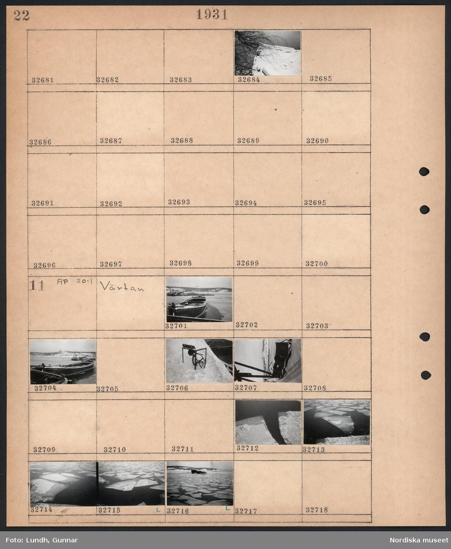 Motiv: Riksbron, Stadshuset, Riddarholmen; Snötäckt båt.  Motiv: Värtan; Snötäckt hamn med båtar, isflak.