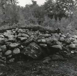 Dokumentasjonsbilder i serie fra arkeologiske utgravingar av