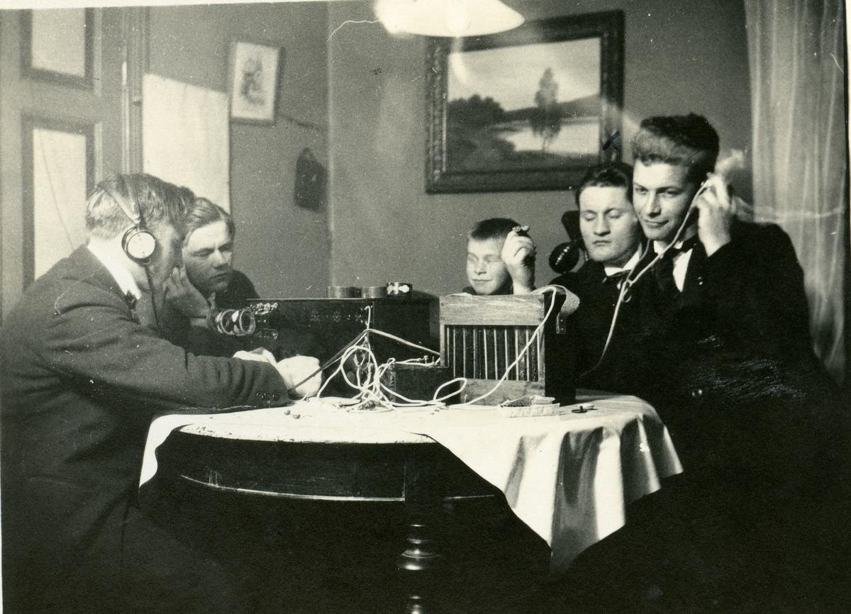 Radiolytting ca 1930.