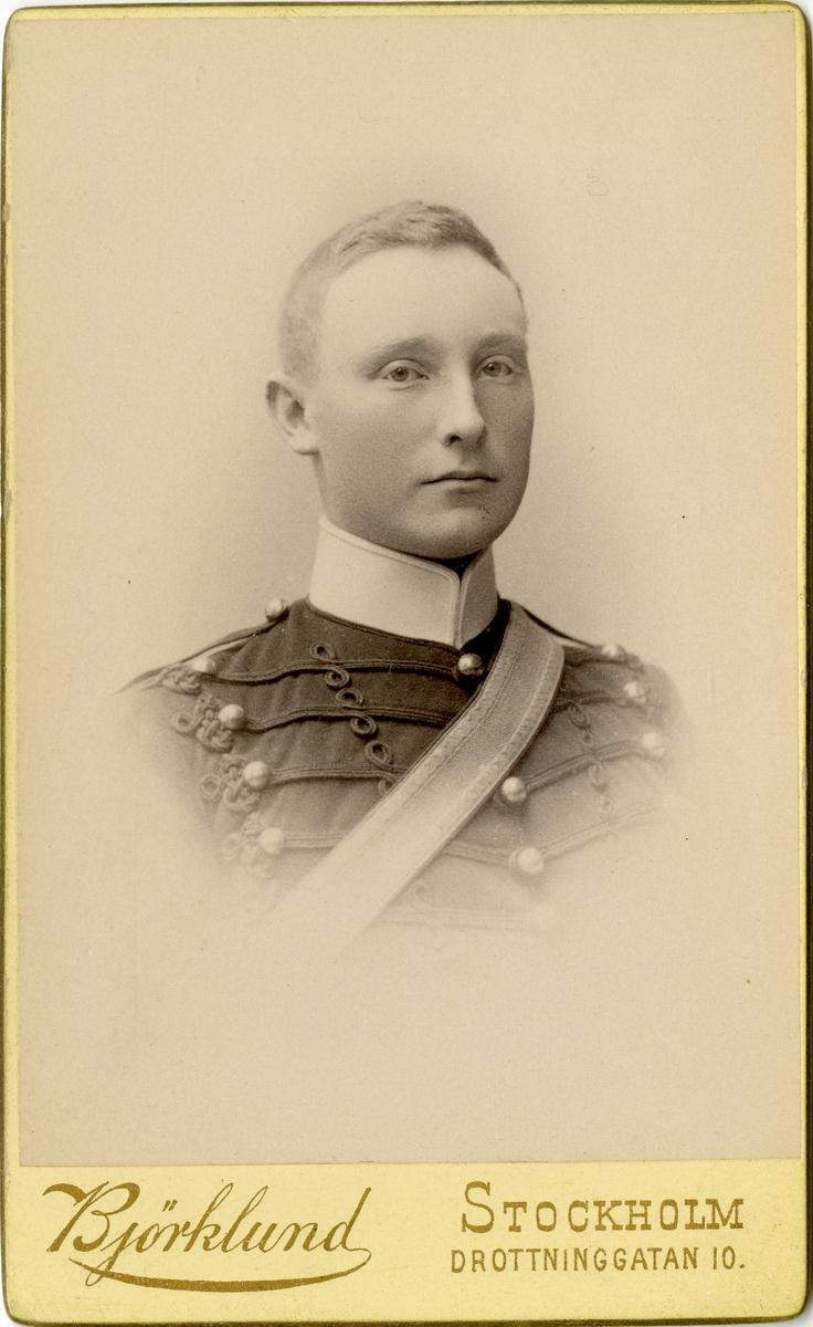 """Porträtt av Johan Georg """"Ramses"""" Sylvan, officer vid Wendes artilleriregemente A 3."""