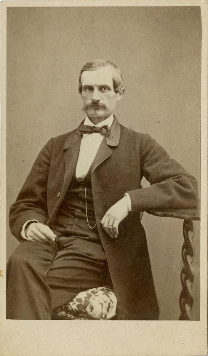 Porträtt av Fritz Lilljecreutz, löjtnant vid Jönköpings regemente I 12. Se även AMA.0007877.