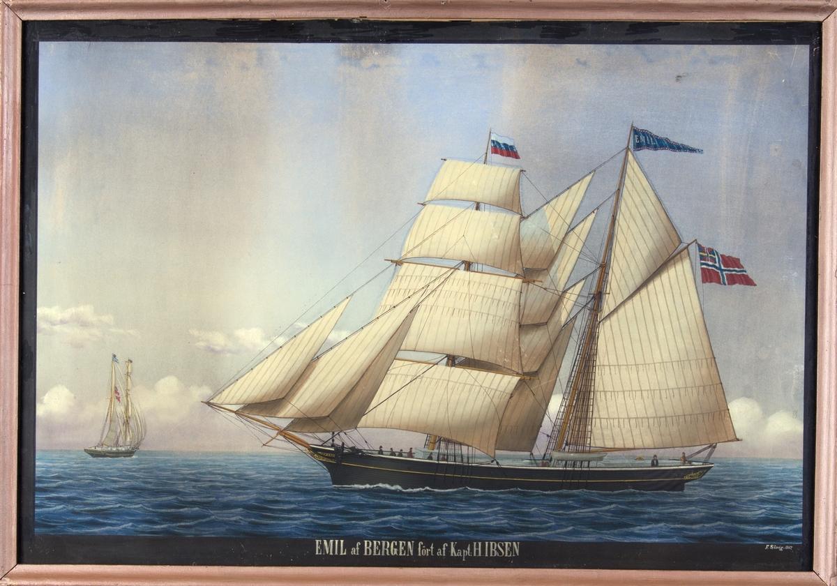Skipsportrett av skonnertbrigg EMIL med full seilføring under fart. Skipets sees fra to ulike sider. Fører det russiske flagg i fortoppen og unionsflagg akter, samt vmipel med skipets navn.