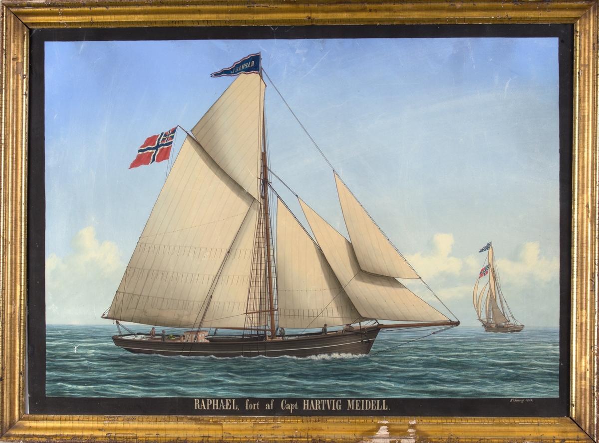 Skipsportrett av slupp RAFAEL (RAPHAEL) under fart med full seilføring. Samme skip sees fra to ulike vinkler. Fører vimpel med skipets navn i stormasten og unionsflagg i mesanmasten.