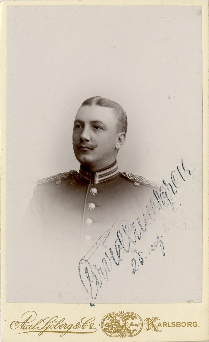 Porträtt av Nils Arvid Ferdinand Lundgren, löjtnant vid Södra skånska infanteriregemetntet I 25. Se även AMA.0008019.