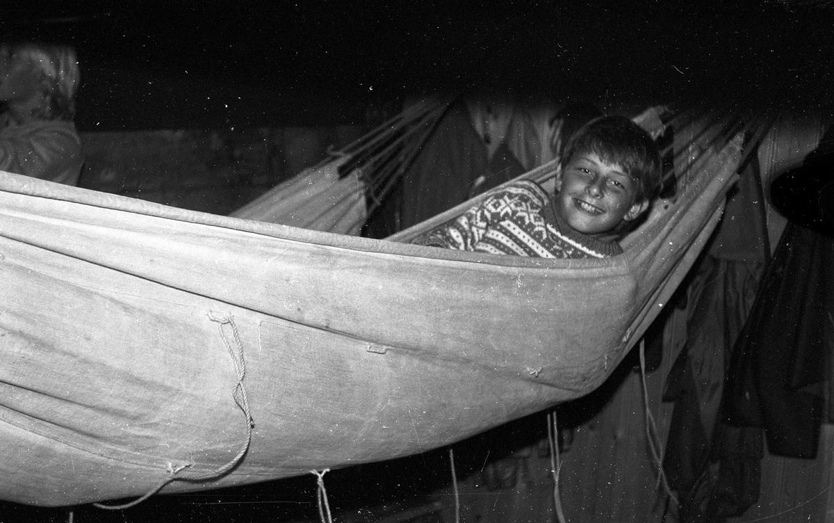 """Ungdommer fra Rælingen på tokt med SS """"SVANEN"""" i 1982."""