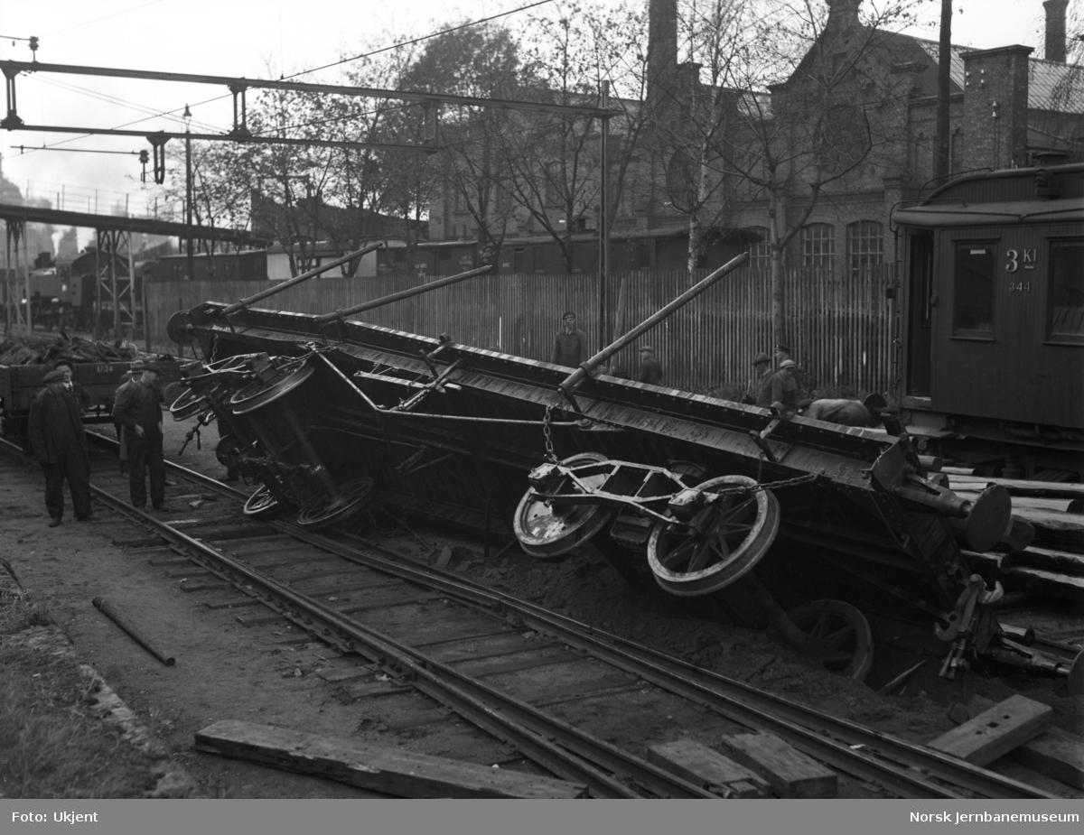 Avsporet vogn litra To1 i Klypen utenfor jernbaneverkstedet Bispegaten, sett mot Loenga
