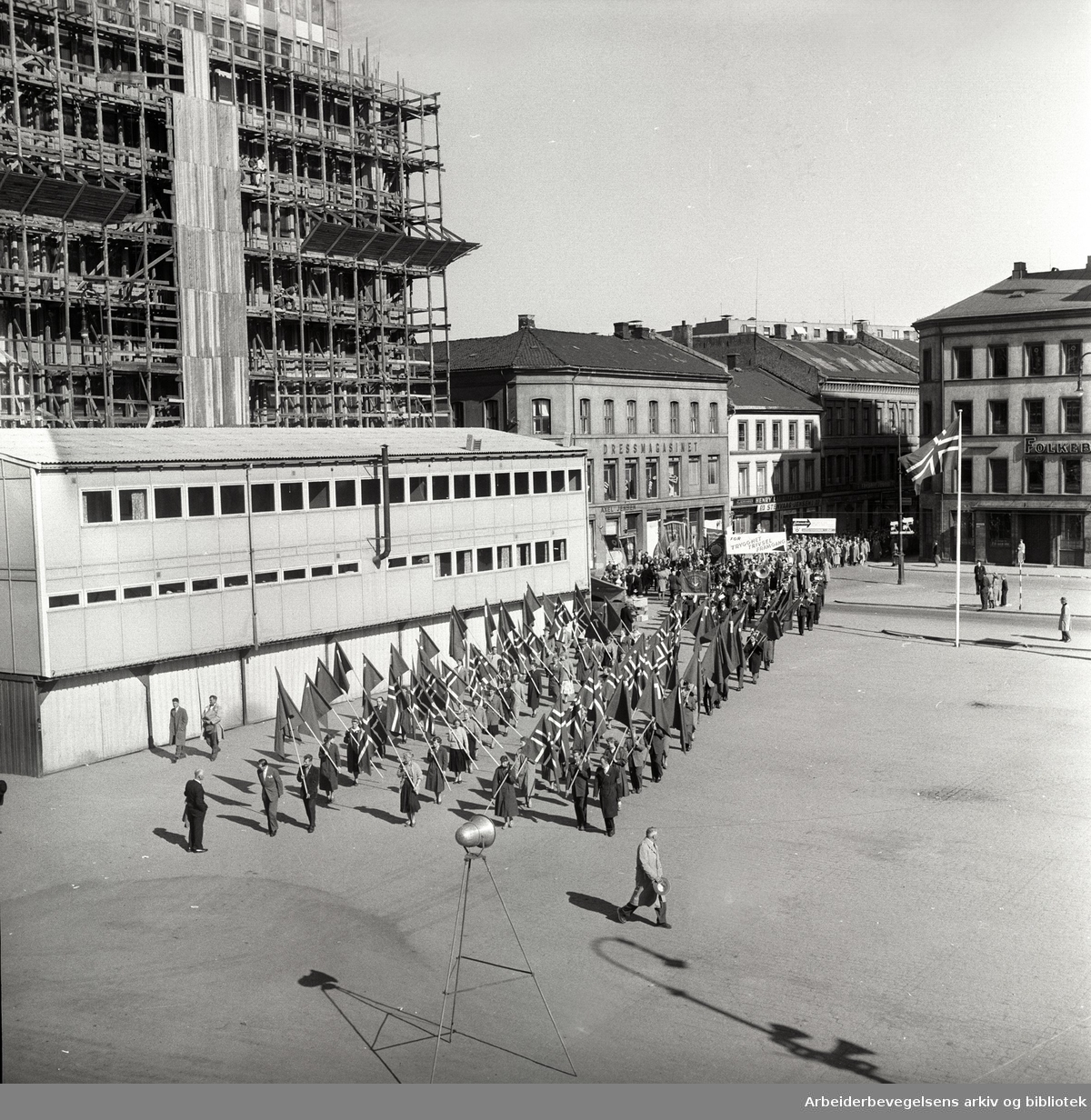 1. mai 1957, flaggborg på Youngstorget.