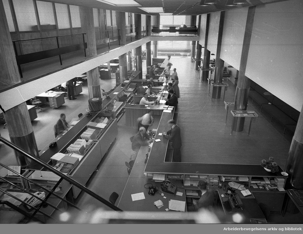 Landsbanken.Arbeidernes Landsbank inn i nye lokaler i Folkets hus.juni 1958
