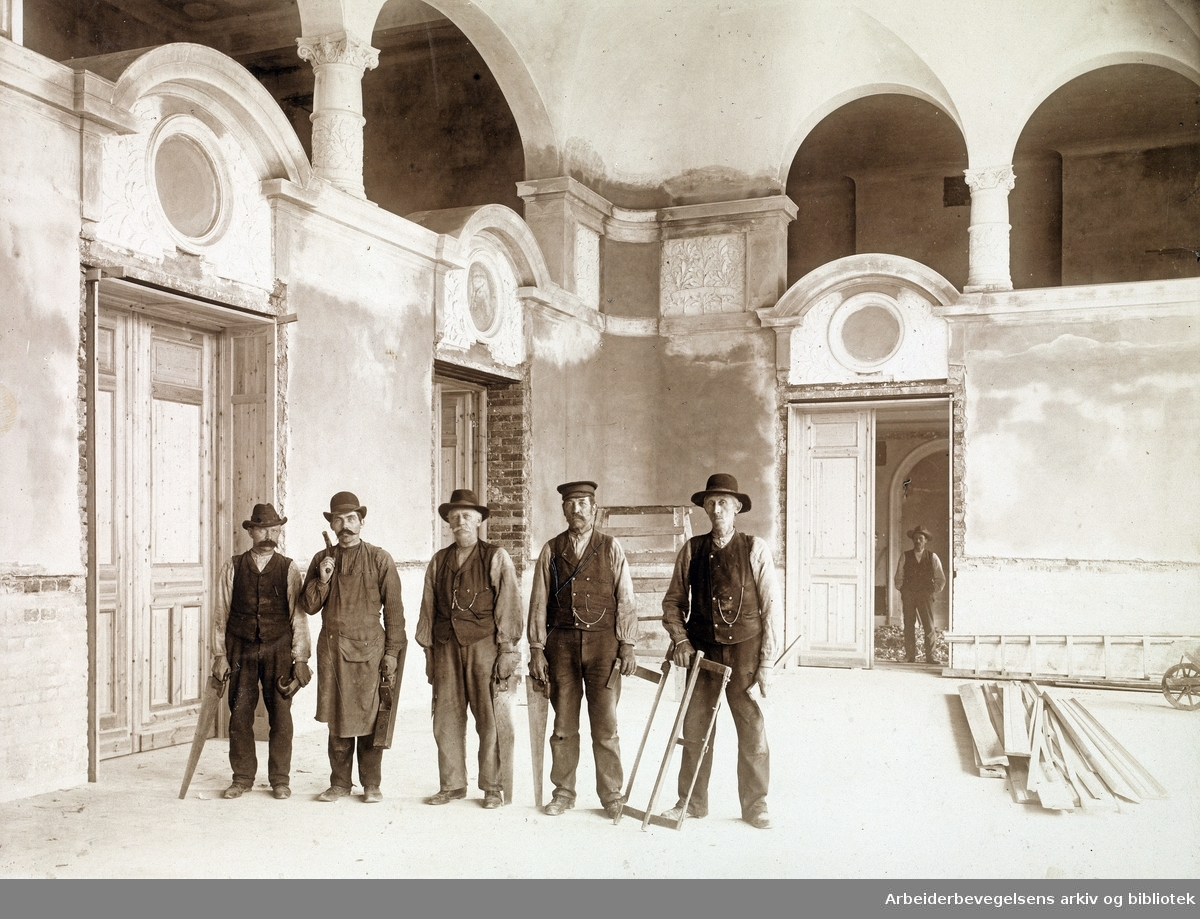 Fra ombyggingen av Folkets Hus på Youngstorget 1907. Dører, vinduer, trappegelendere ved bygningssnekker J. Ahlstrøm.