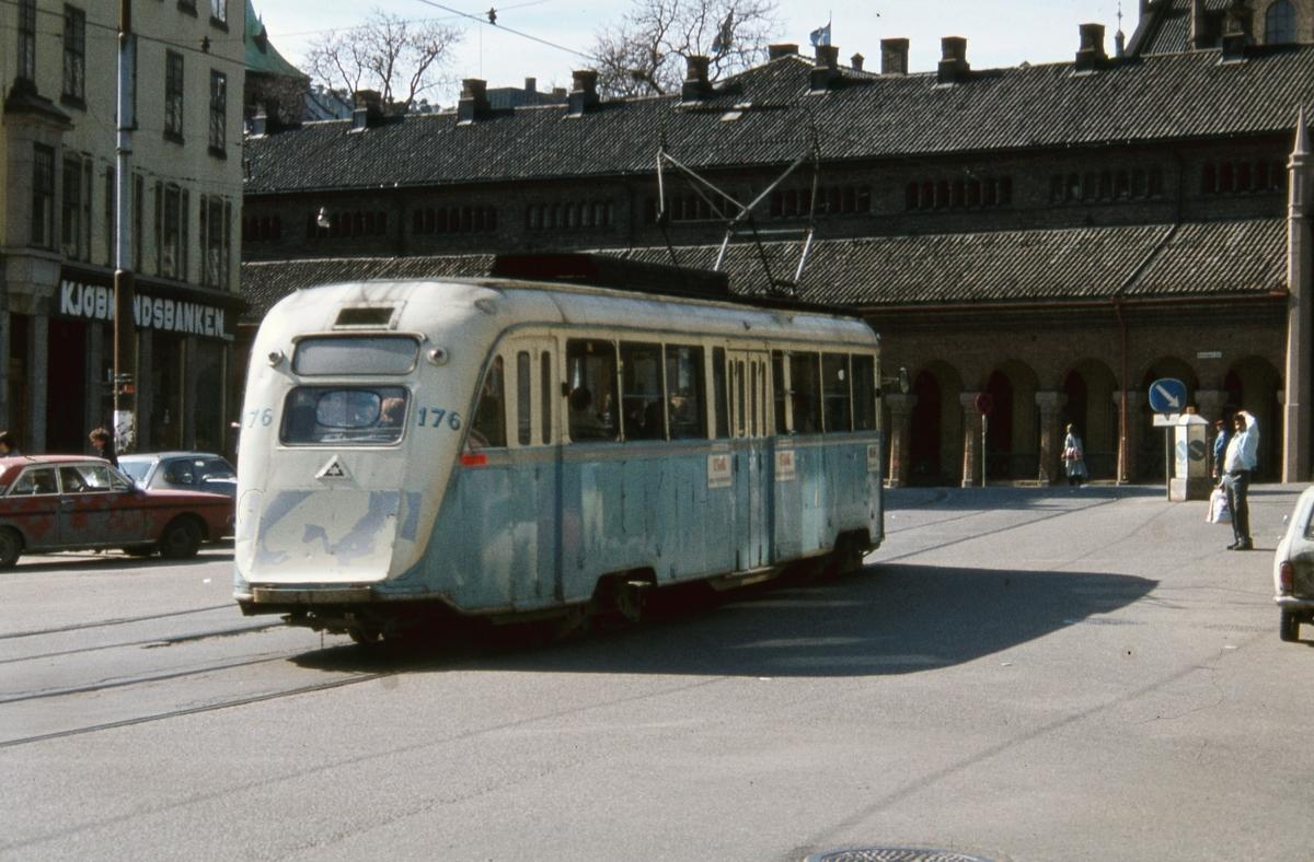 """""""Gullfisk"""" 176 ved Kirkeristen på rute 9 Lilleaker-Ekebergbanen."""