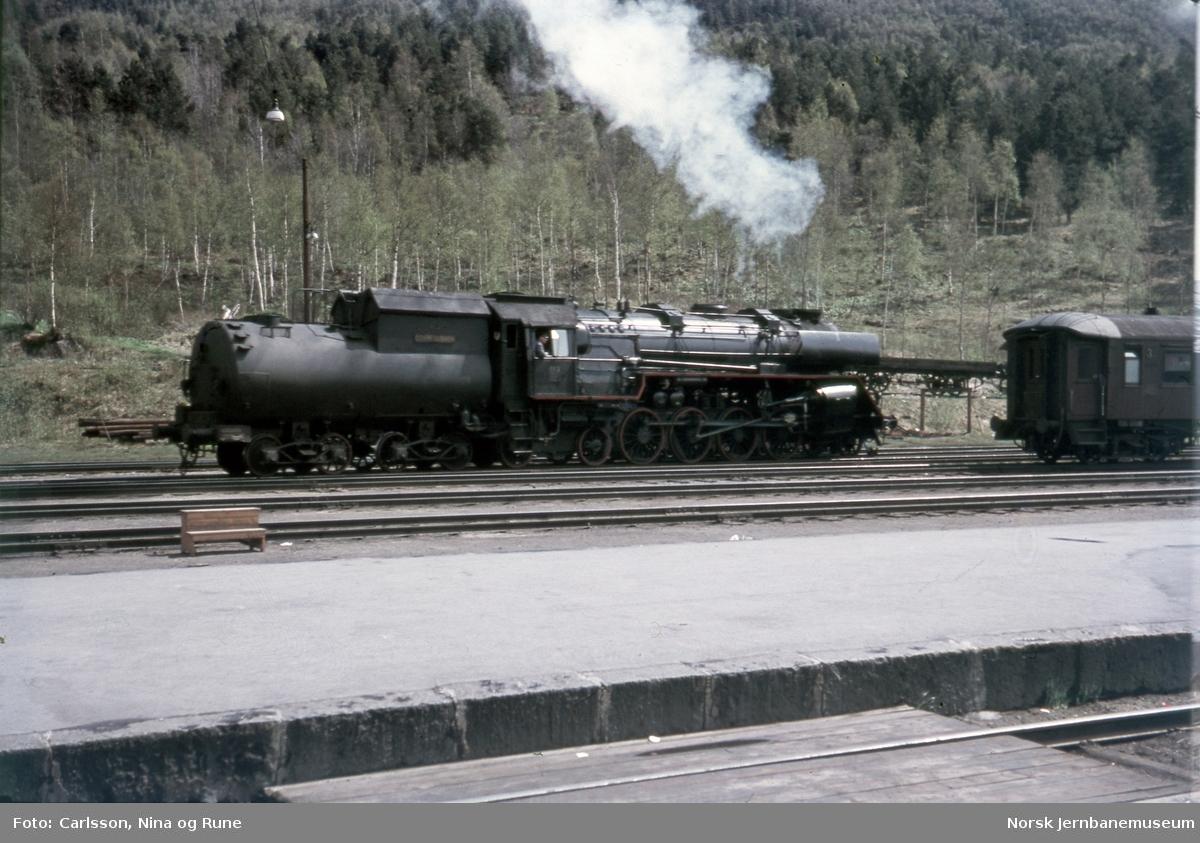 Damplokomotiv type 49a nr. 463 på Dombås stasjon