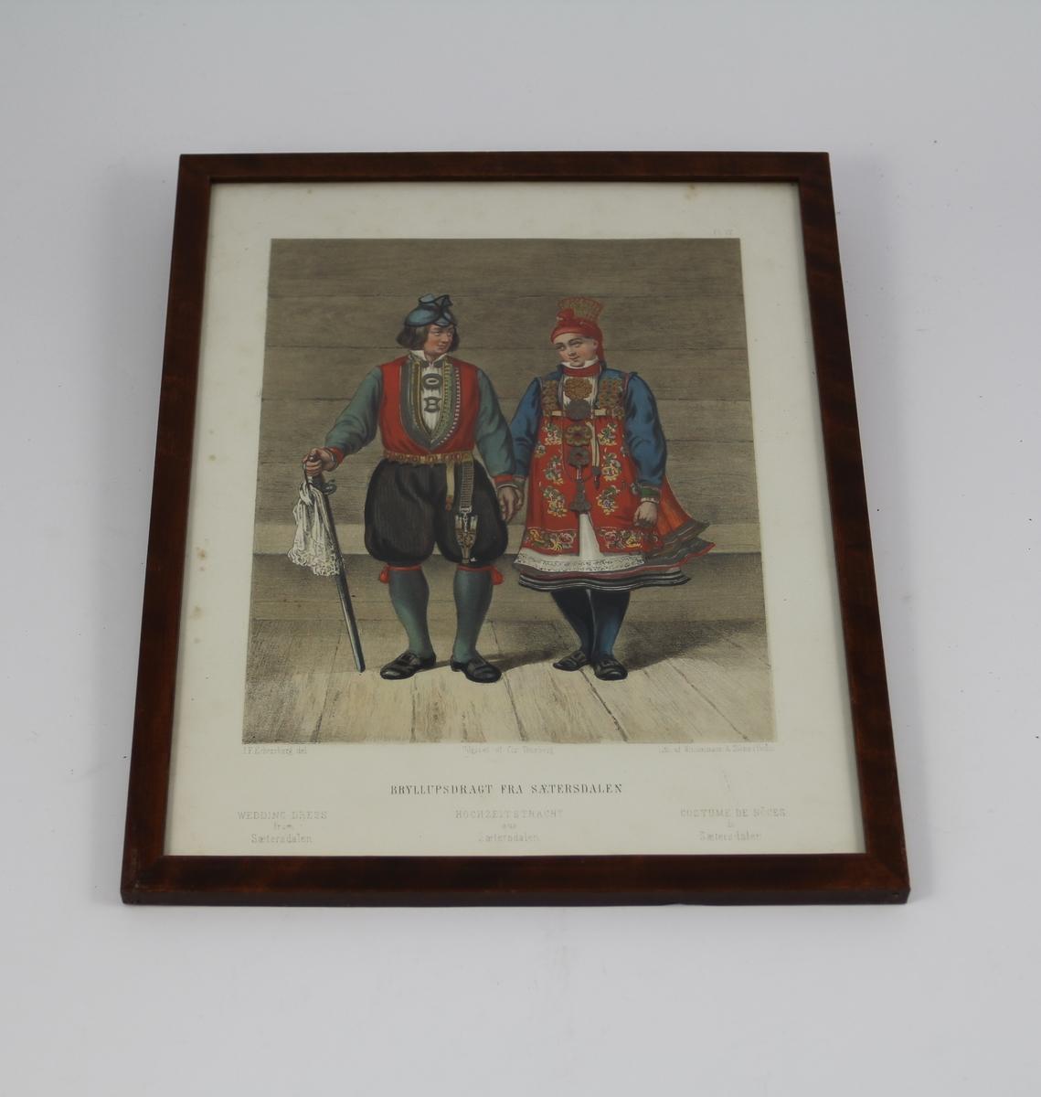 Til venstre en mann i setesdalsdrakt, med sabel i høyre hånd. Til venstre en kvinne i bryllupsdrakt fra Setesdal, med rødt, brodert skjørt ytterst.