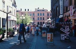 Karl Johans gate mot Østbanestasjonen.