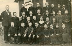 Grønlio Skule 1895.  1.rekkje frå v.Torkel Stuveset,Halvor