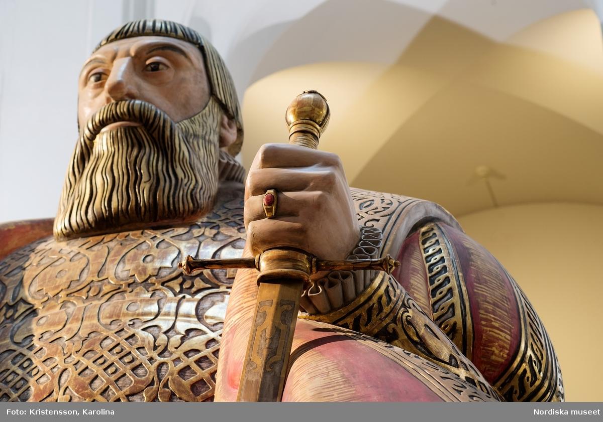 Gustav Vasa, helfigur och detaljer av staty i Stora hallen på Nordiska museet