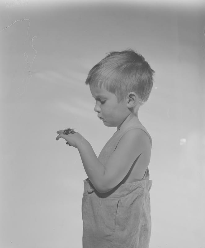 Gutt med sommerfugl 1958-59