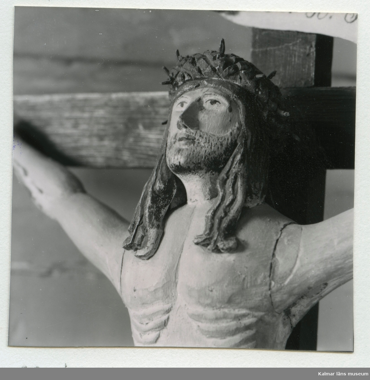 Detalj av ett krucifix från Hälleberga kyrka.